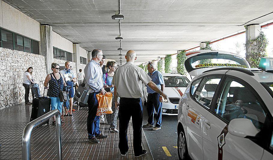 El taxi de menorca prev cubrir sin problemas un verano - Taxi puerto de santa maria ...