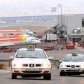 """El Gobierno central dice que el servicio de VTC en el aeropuerto de Madrid cumple """"con los requisitos legales"""""""
