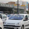 Los taxistas de Valencia protestan contra la recogida en el AVE de chóferes de otros municipios