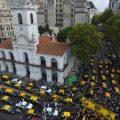 Taxistas de Buenos Aires toman el centro de la cuidad en protesta contra Uber y Cabify