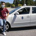 Maro Ramallo, de 18 años, comienza a trabajar como taxista, el más joven de Barbanza