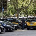 Jornadas de 12 horas en el taxi para recaudar entre 60 y 70 euros en Barcelona
